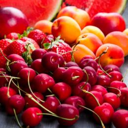 Cómo hacer meriendas divertidas con fruta de verano